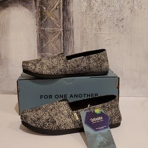 Toms WMN Classic Ortholite Slip-on Size 7 NWT
